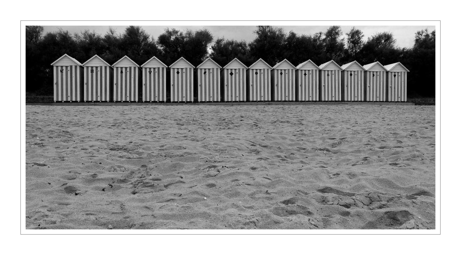 Cabines de plage du kelenn carantec la tribu d - Cabine de plage en bois pour jardin ...