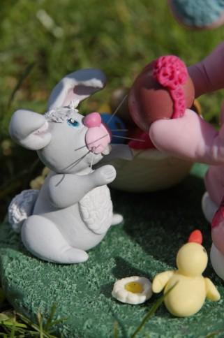 fillette déguisée lapin pâques