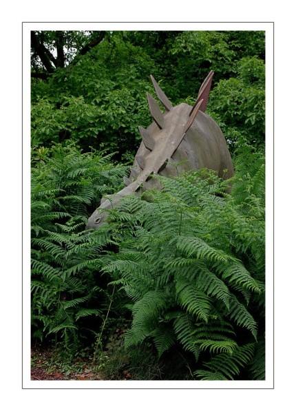 devant la galerie de paléontologie stégosaure