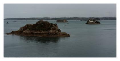 Vue sur les château du Taureau et l'île Louet
