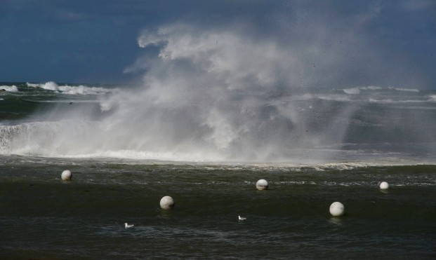 vagues à Poulennou, Cléder, Finistère, rochers,