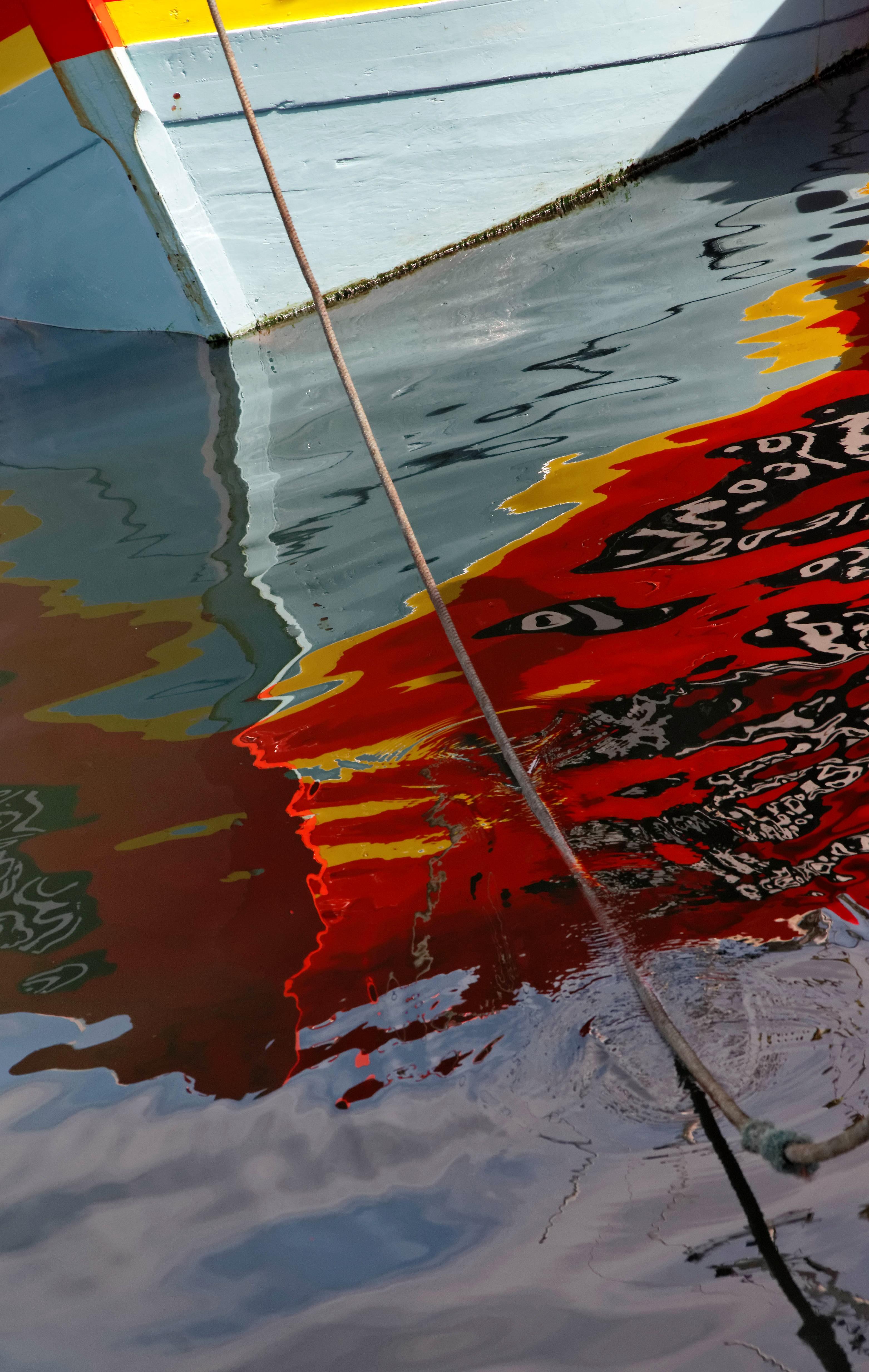 Reflet coque bateau port du guilvinec la tribu d 39 anaximandre des photos au fil des jours - Peinture coque bateau ...