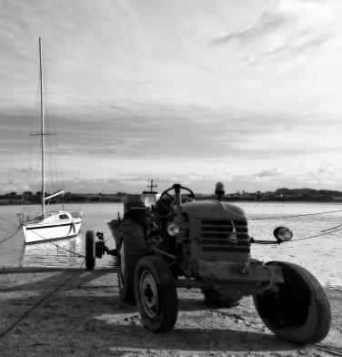 N&B, tracteur, port de Guirnivit, Plouescat