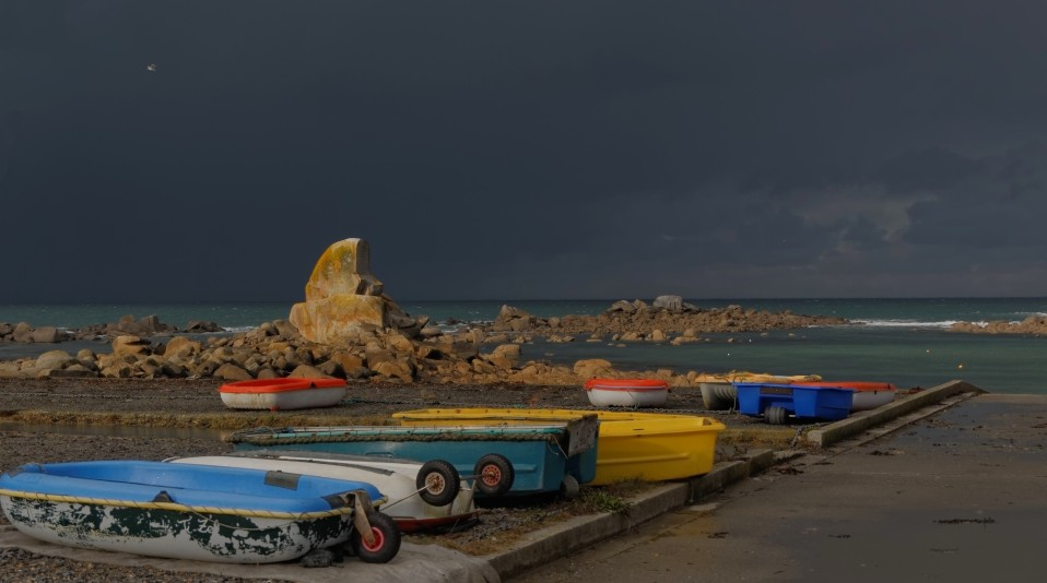 ciel d'encre sur Poulennou, ciel noir, rochers, Plouescat, Cléder
