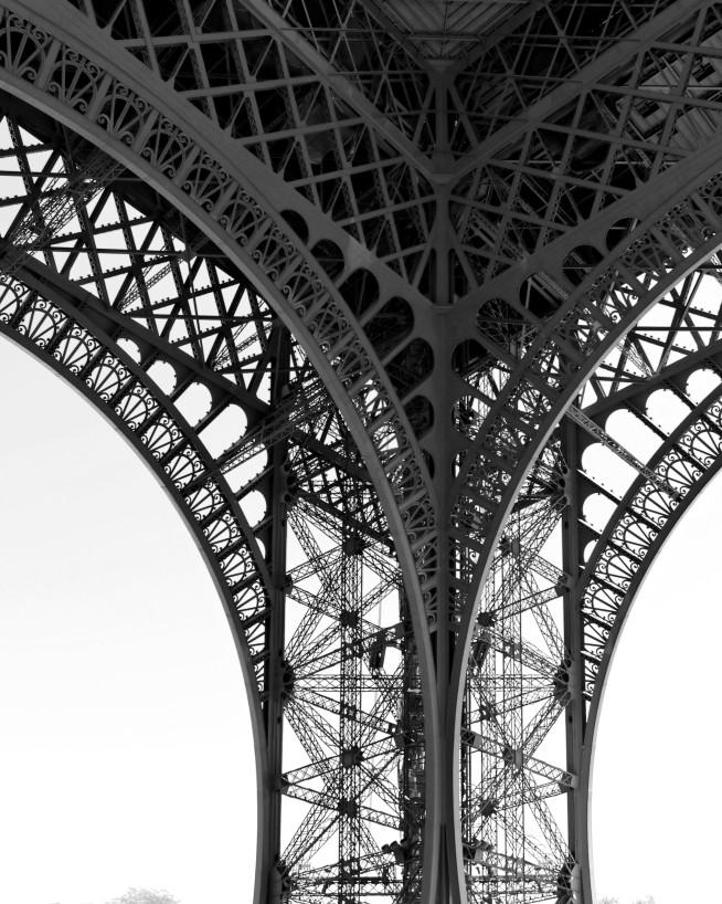 IMGP3232_pilier Tour Eiffel N&B