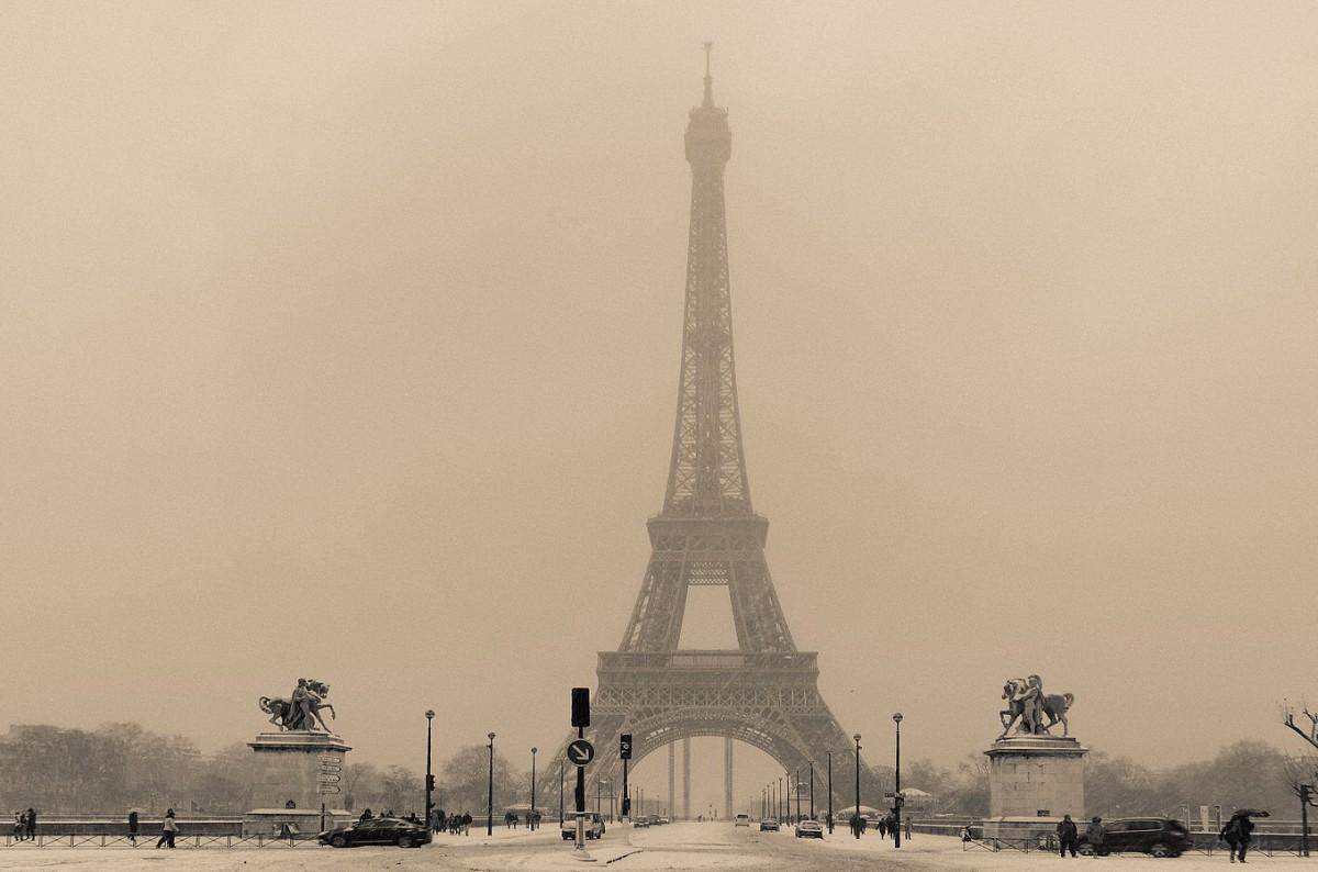 Tour Eiffel sous la neige photo 1900 anniv