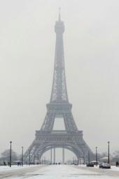 la Tour Eiffel sous la neige