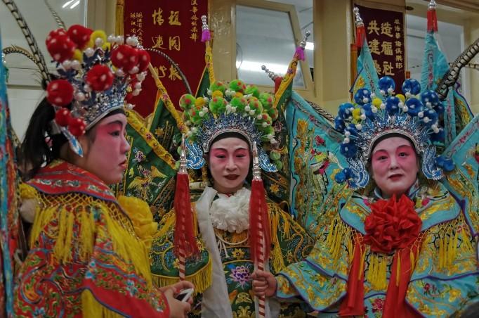 les belles costumées prennent la pose :-) nouvel an chinois 2013 Paris