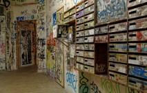 Entrée et batterie boîtes aux lettres des Frigos Paris 13e