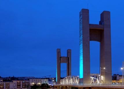 le pont de Recouvrance lumière bleue