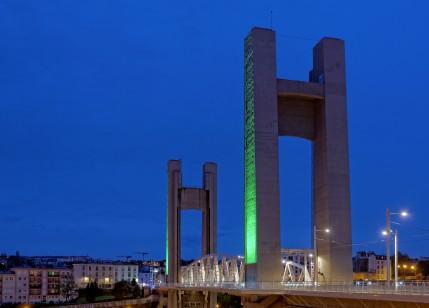 le pont de REcouvrance lumière verte