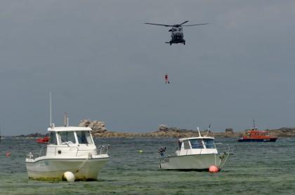 sauvetage en mer, hélitreuillage hélicoptère marine nationale, fête de la mer à Guissény juillet 2013, SNSM