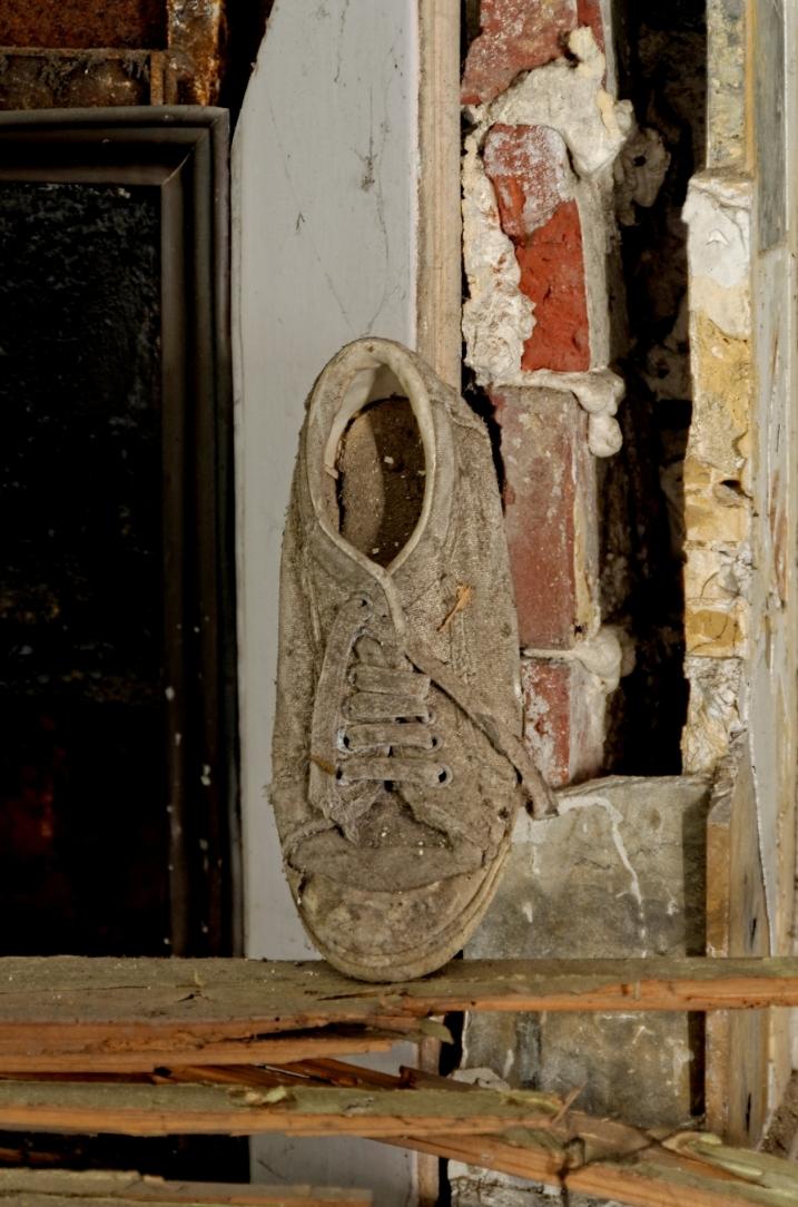 urbex, chaussure, cheminée,