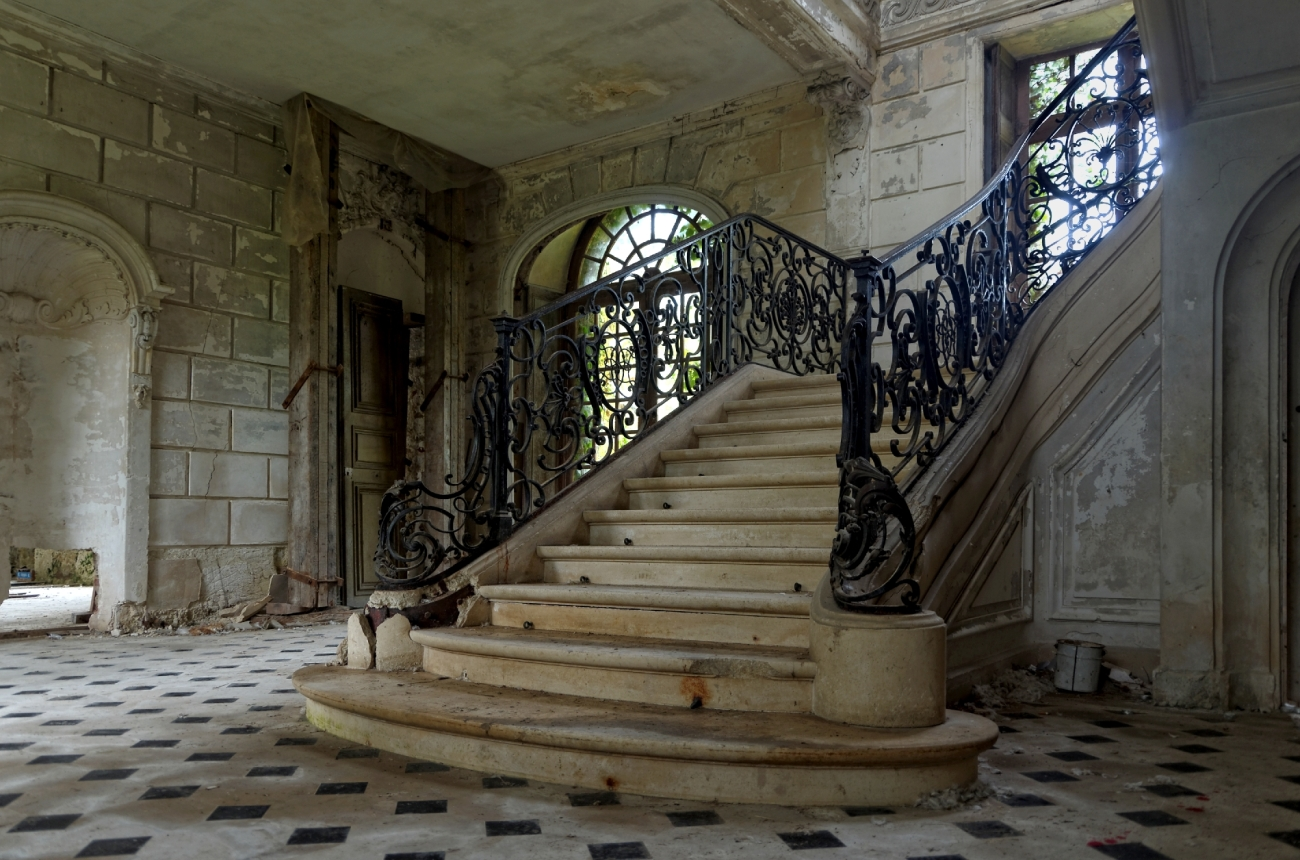 le château des singes, l'escalier du château des singes, urbex, architecture