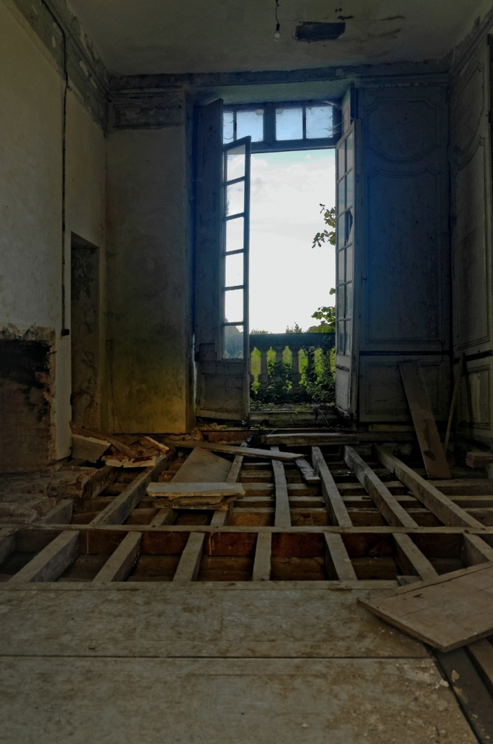 chambre château des singes, plancher, bois, urbex