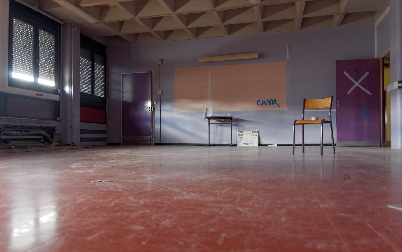 urbex, salle de classe, chaise d'école, destruction, lycée Jacques Prévert, Longjumeau,