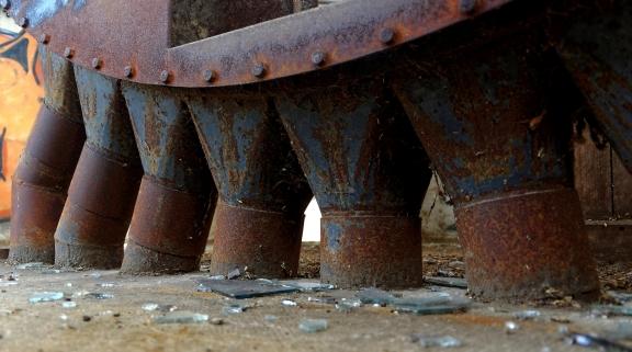 l'usine aux grenouilles, tour principale, tuyaux de distribution au dernier étage