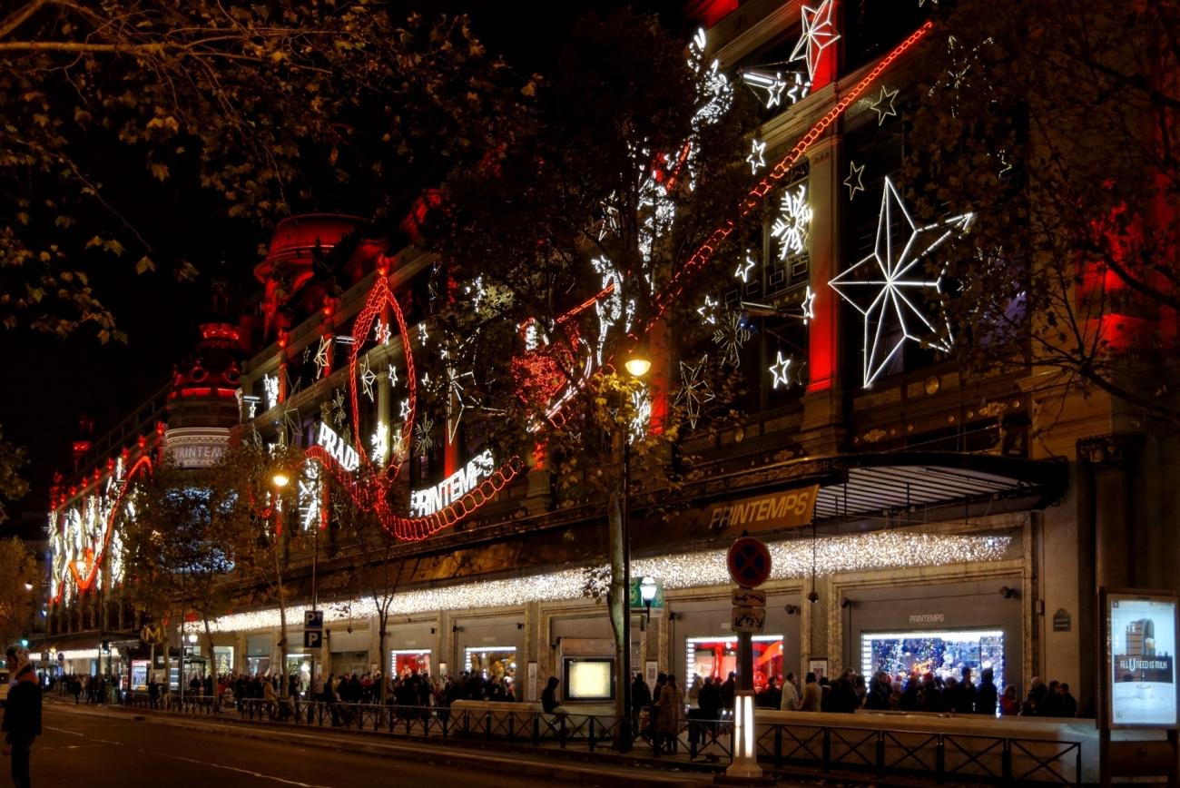 vitrines de noël Paris, façade Printemps noël 2013, Paris, Rouge Prada, Printemps Haussmann, lumières de noël, noël 2013,
