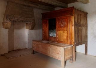 Lit dans la maison Salou à Ménéham