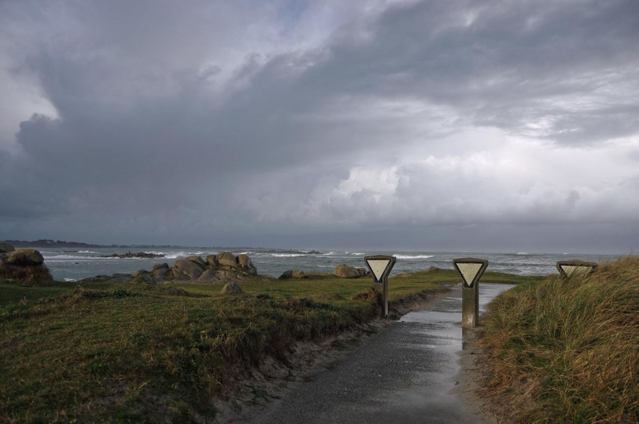 entrée de la jettée du port du Curnic, Guissény, Le Curnic, bretagne, finistère,