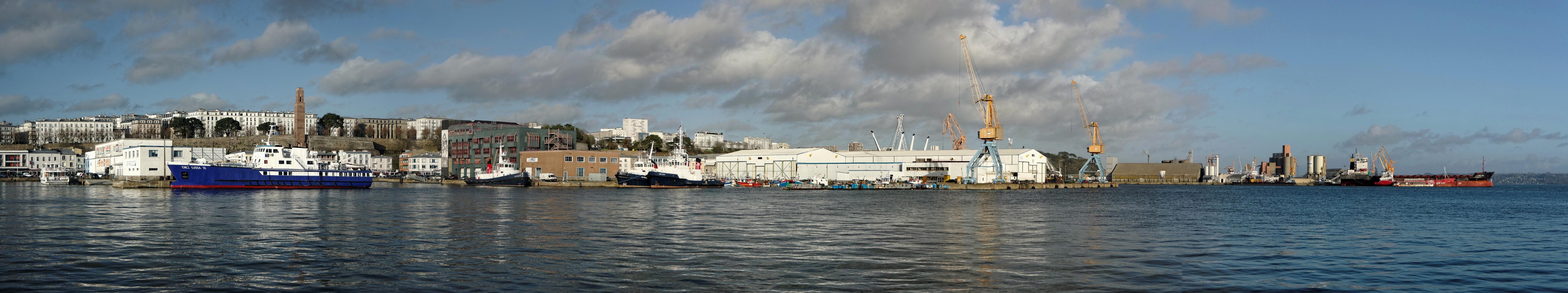 Panorama au port de brest la tribu d 39 anaximandre des photos au fil des jours de dani le - Restaurant port de commerce brest ...