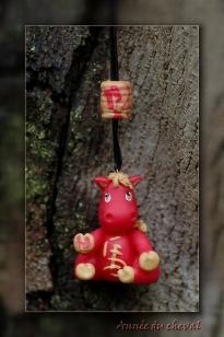 pendentif cheval chinois en porcelaine froide