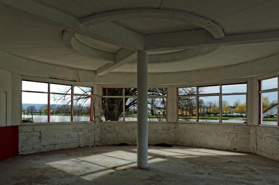 urbex, piscine abandonnée, la salle du restaurant