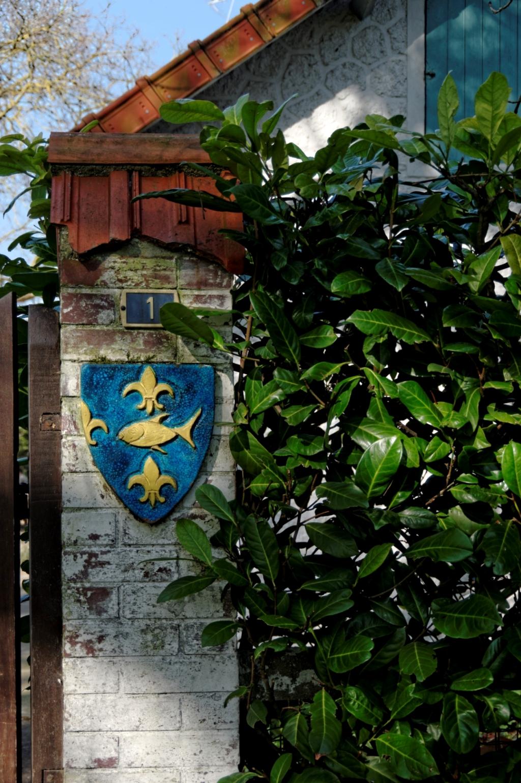 blason, armoiries de Poissy sans la couronne, île de la Dérivation, Carrières-sous-Poissy, maison île de la Dérivation
