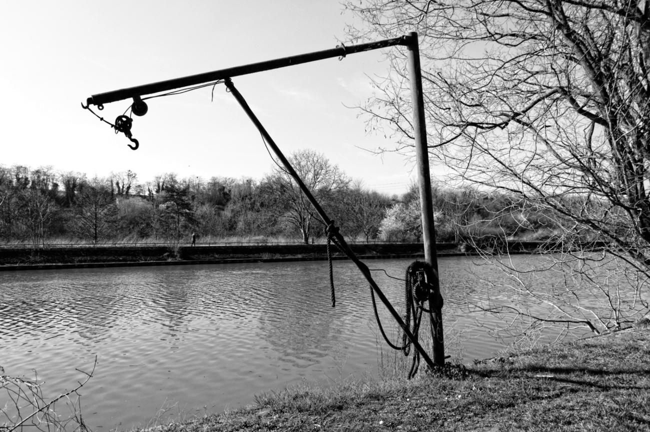 chevalet treuil pour bateau, La Seine, île de la Dérivation, Carrières sous Poissy, noir et blanc