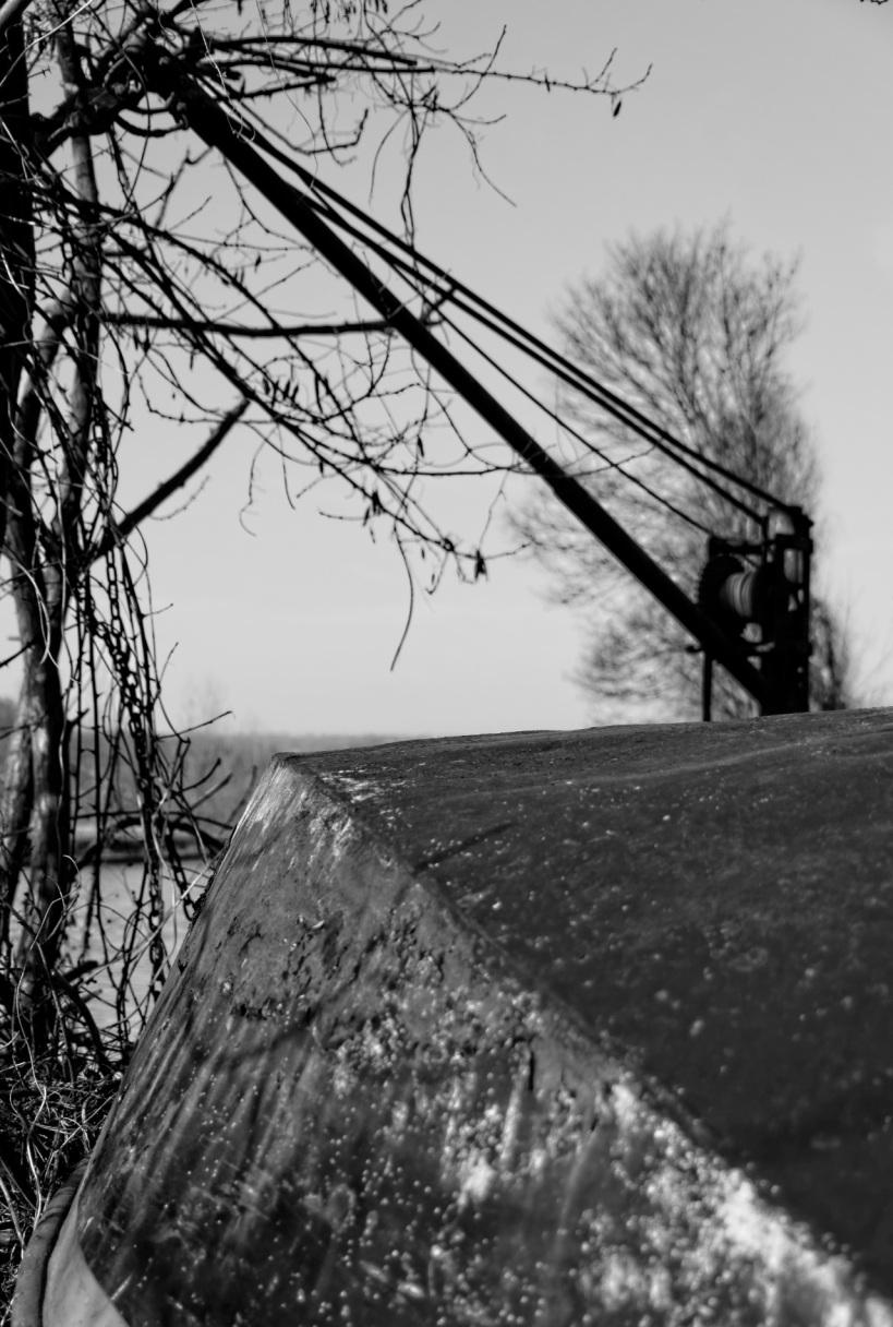 chevalet treuil pour bateau, barque, La Seine, île de la Dérivation, Carrières sous Poissy, noir et blanc