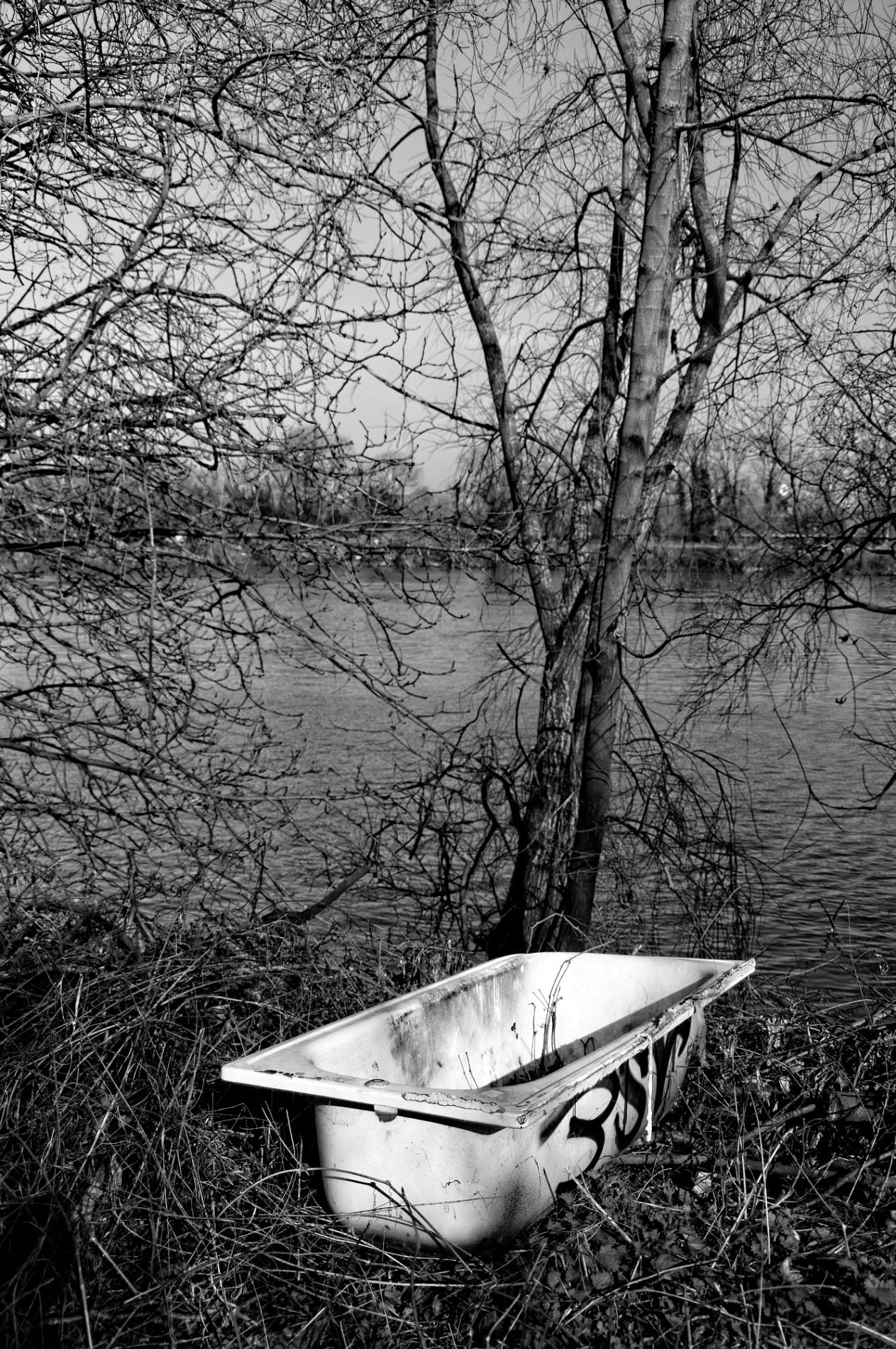 urbex, exploration urbaine, noir et blanc, baignoire, île de la Dérivation, La Seine