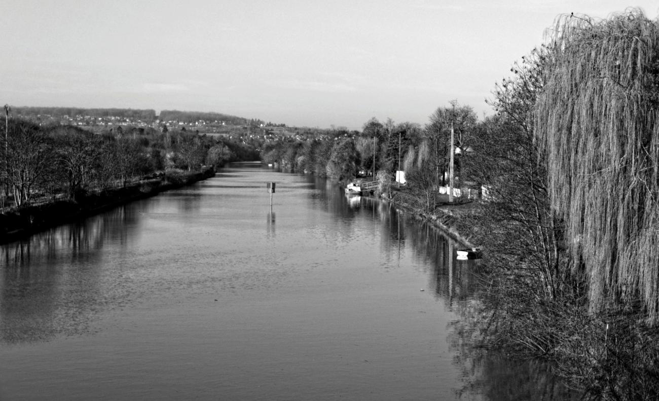 la Seine, l'île de la Dérivation, Carrières sous Poissy, bateaux, noir et blanc