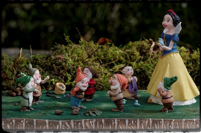 Blanche Neige et les 7 nains en porcelaine froide