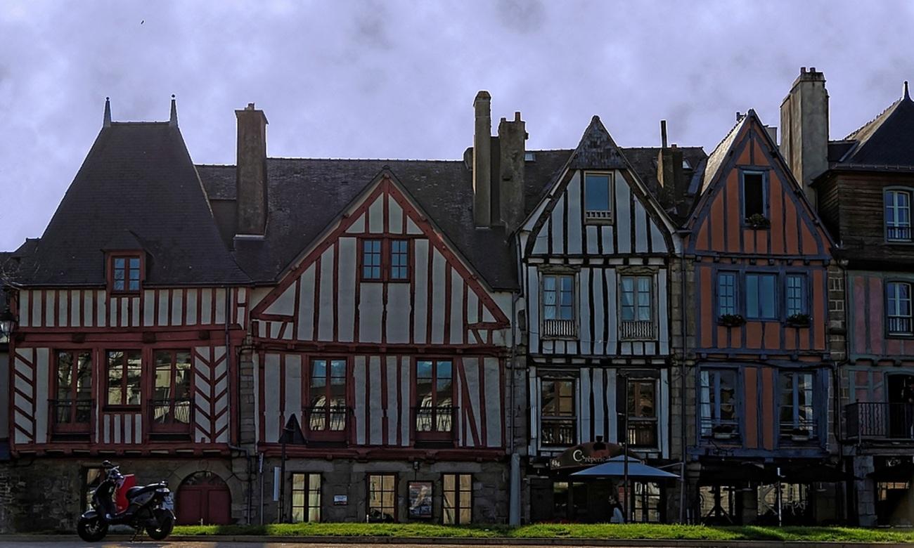 Vannes, maisons à pans de bois, port de Vannes rive droite, architecture,