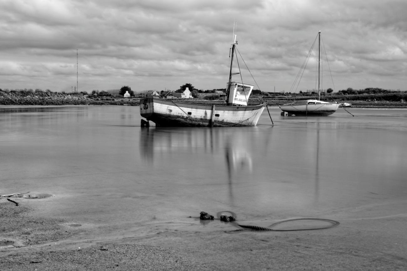 bateau, Le Lys, Guissény, baie de Guissény, pose longue, noir et blanc