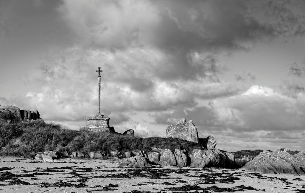 la croix en Baie de Guissény, finistère, bretagne,