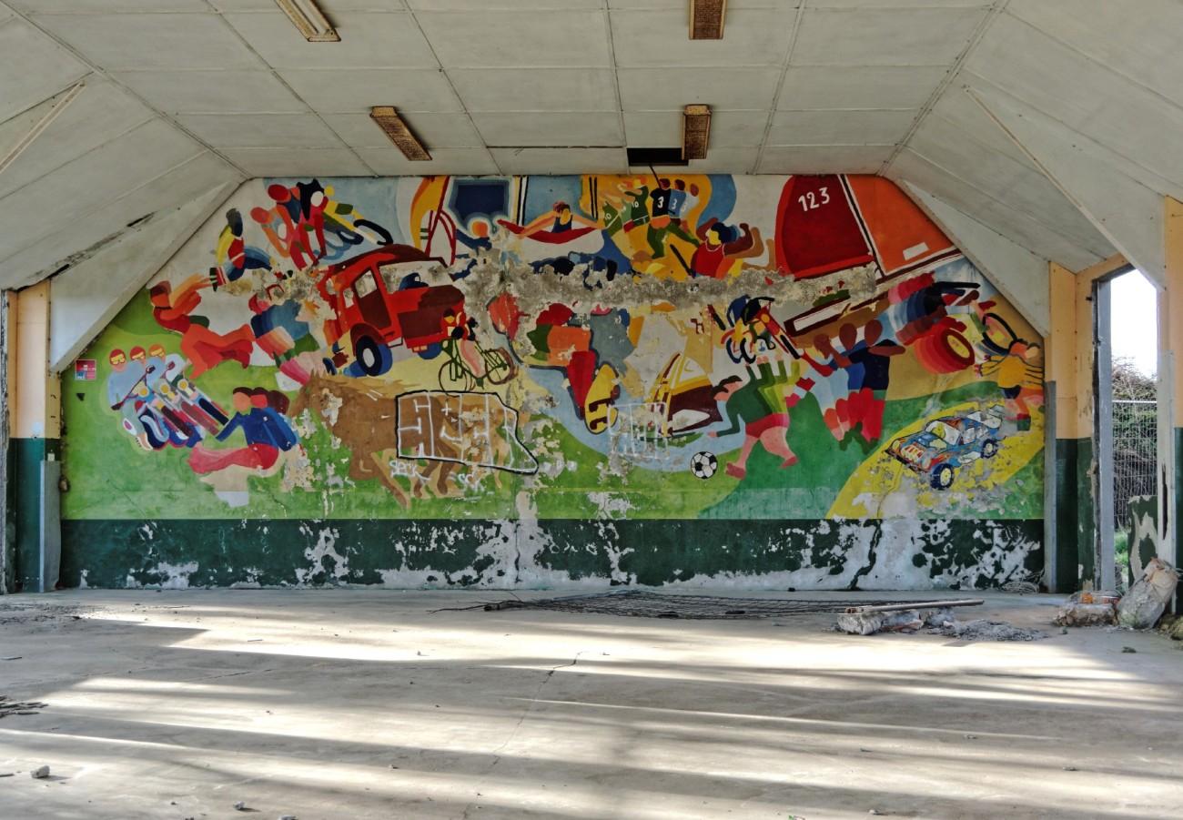 """anciens bâtiments de """"Skol an Aod"""" , préau, école, fresque, urbex, exploration urbaine, Guissény, finistère"""