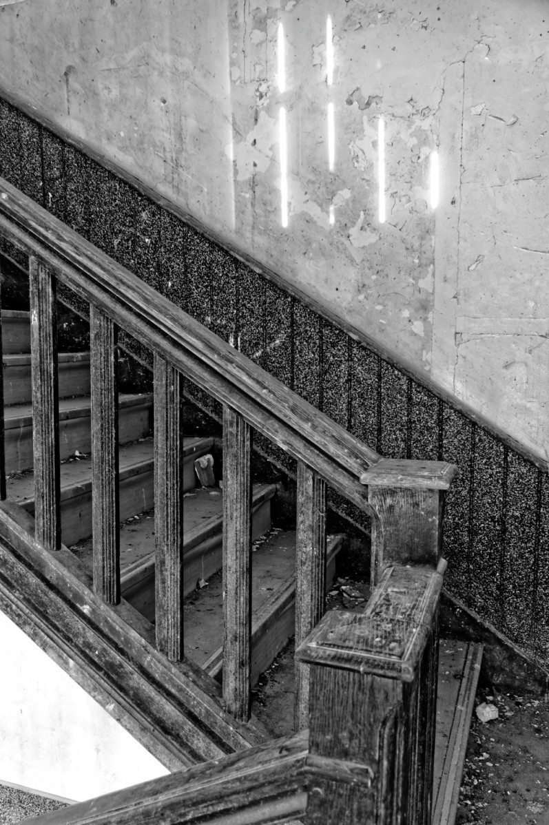 """anciens bâtiments de """"Skol an Aod"""", école, exploration urbaine, finistère, fresque, Guissény, préau, urbex, escalier, rampe"""