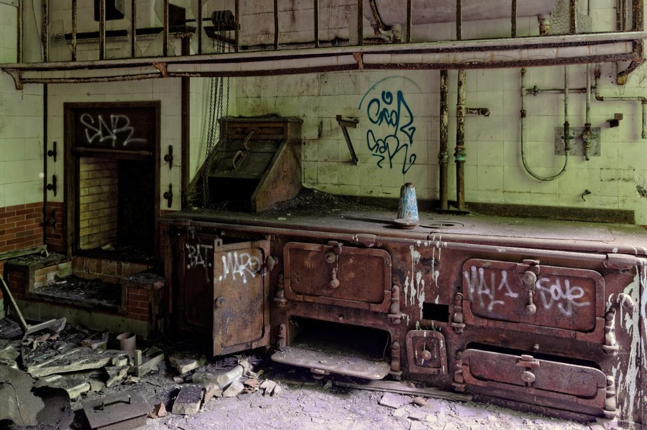 cuisine manoir des 3 colonnes, fourneaux  manoir des trois colonnes, manoir des trois colonnes, urbex, exploration urbaine