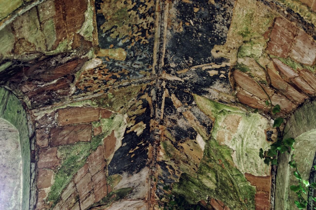 urbex domaine des 3 colonnes le cloître plafond