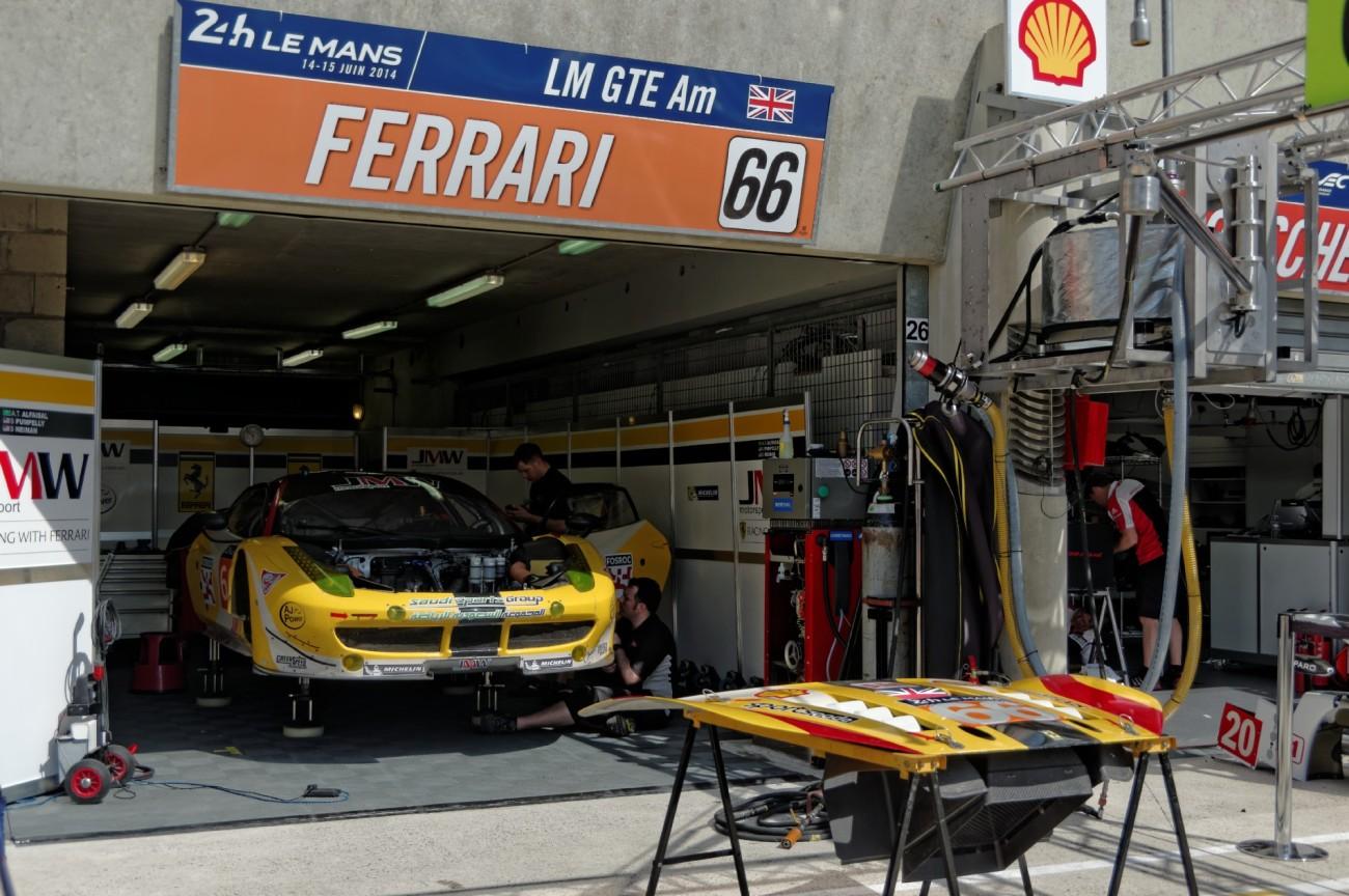 paddocks, stand  24 h du  mans, 24 heures du Mans, courses automobiles, circuit 24 heures du Mans,