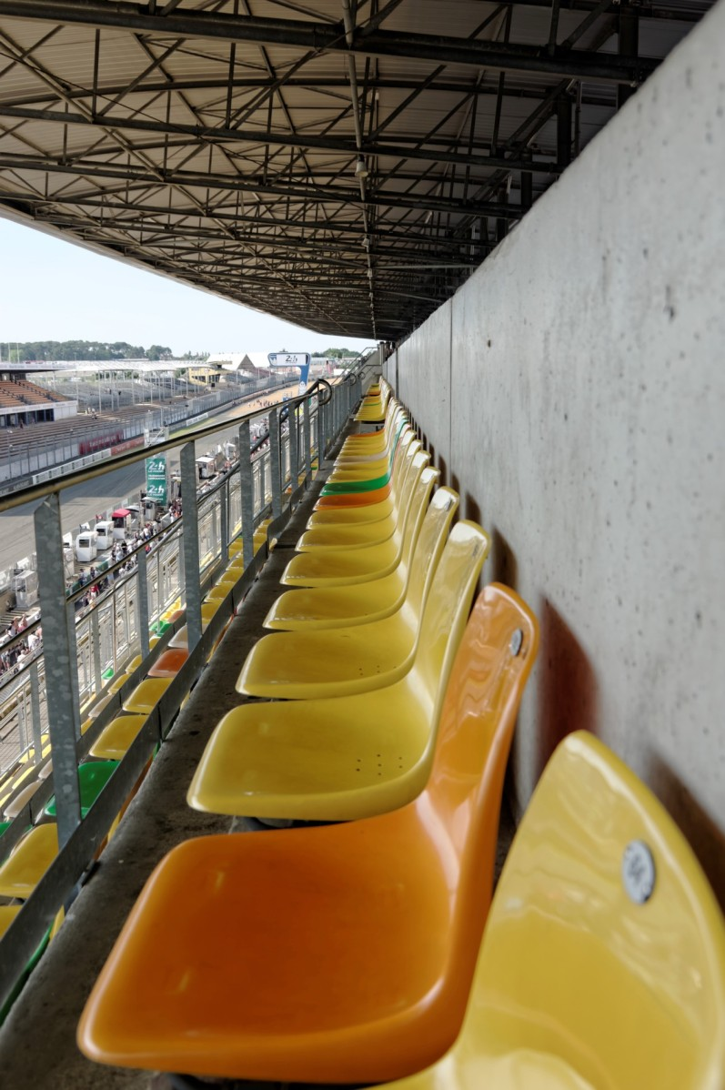 tribunes 24 h du  mans, 24 heures du Mans, courses automobiles, circuit 24 heures du Mans,