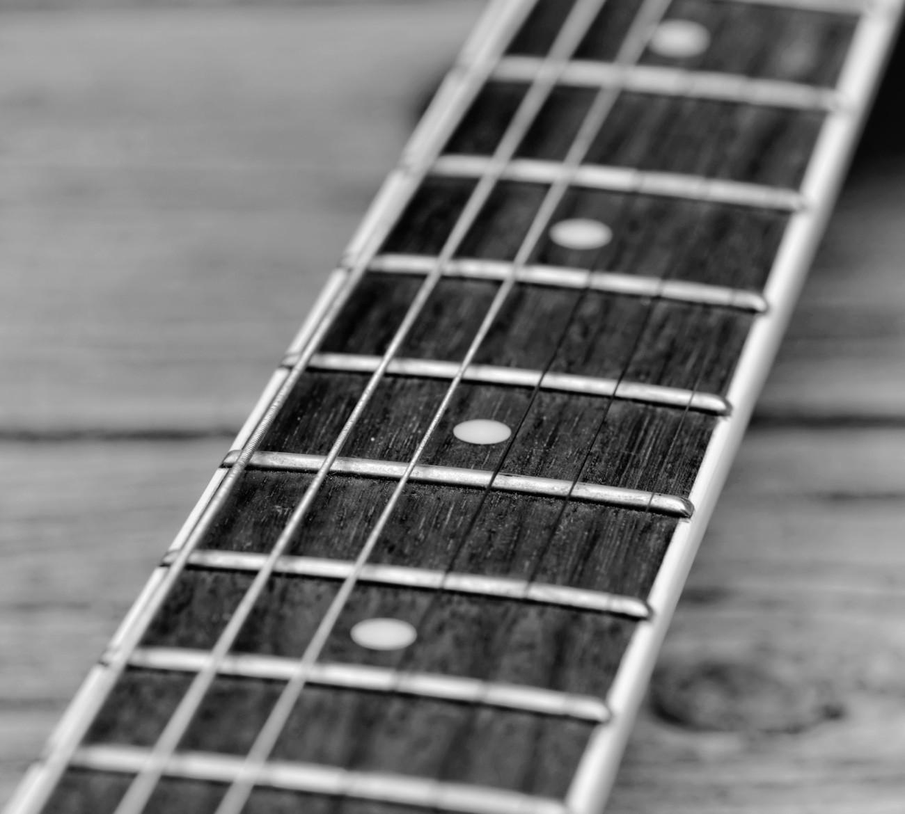 guitare électrique, noir et blanc, macro, nature morte, fête de la musique