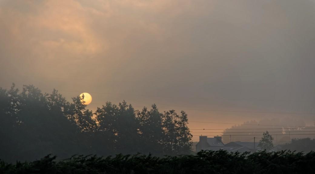 lever de soleil à Roudouz, le jour se lève, finistère, bretagne, Guissény
