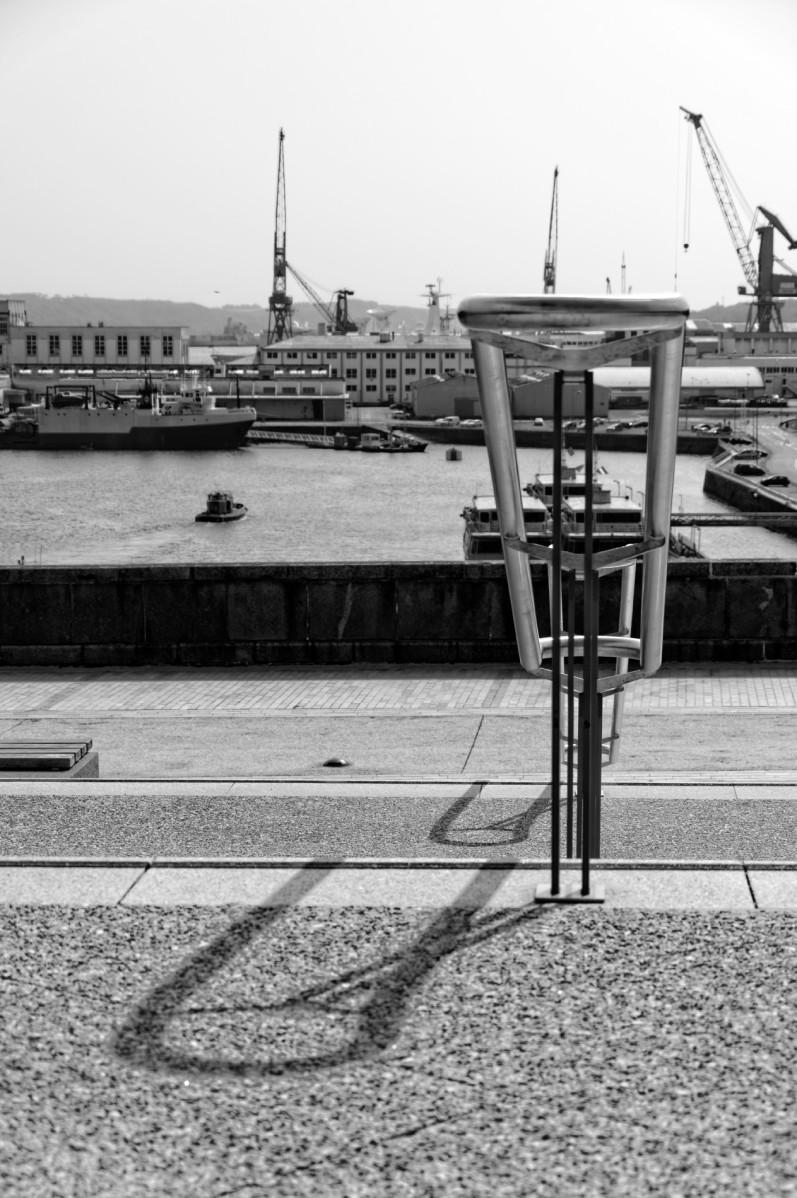 l'arsenal, Pont de Recouvrance, tags, collages, noir et blanc, brest, Finistère