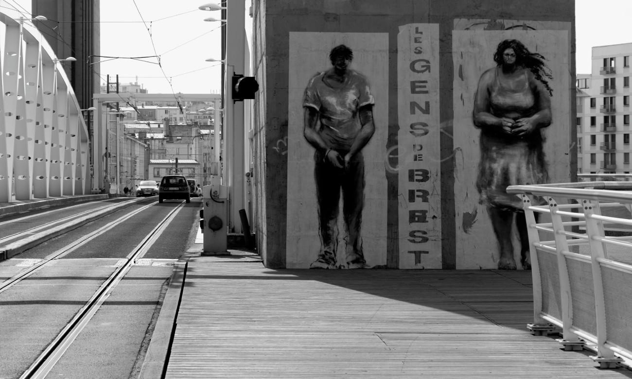 Pont de Recouvrance, tags, collages, noir et blanc, brest, Finistère