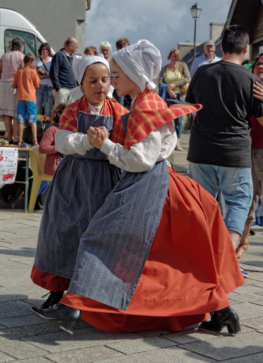 danse bretonne, marché de la Fourchette,Guissény, bretagne, finistère