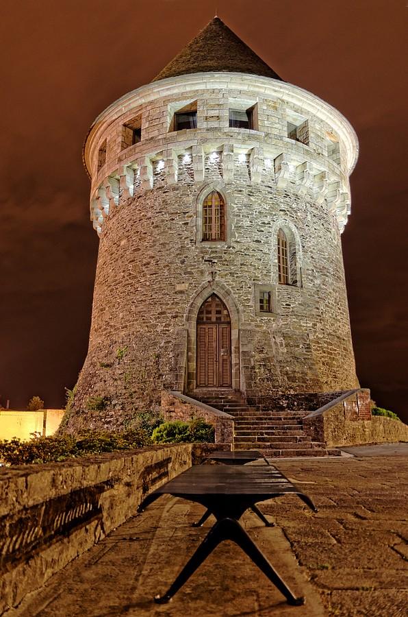 Tour Tanguye de Nuit Brest (hdr)
