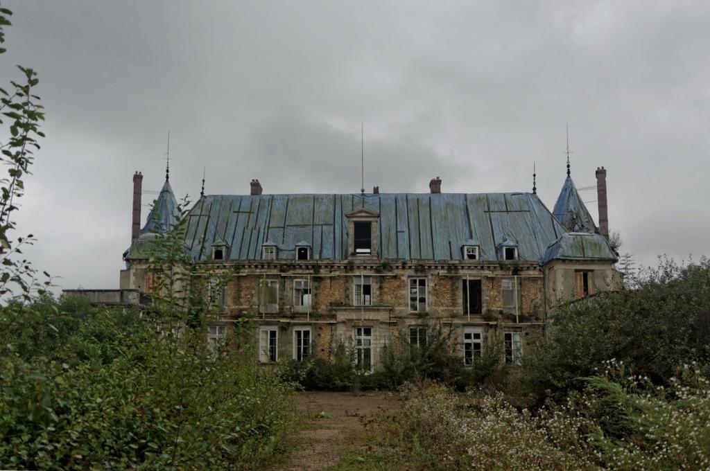 urbex, exploration urbaine, urbex château Popkov, urbex château, façade avant château Popkov