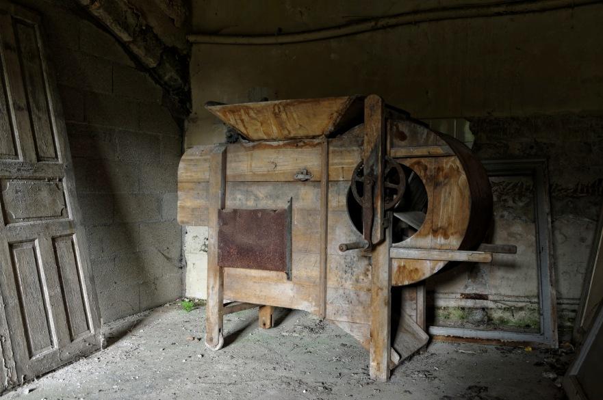 machine à grains cave chateau Popkov